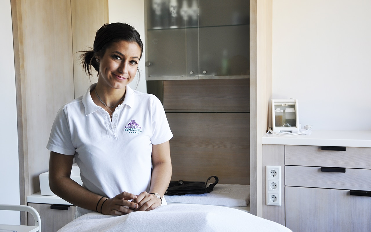 Demetra: Kosmetikerin auf Umwegen